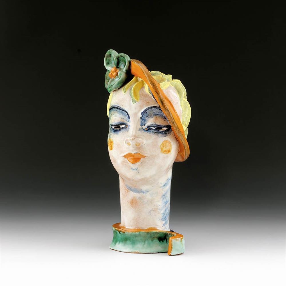 Frauenkopf mit grüner Blume
