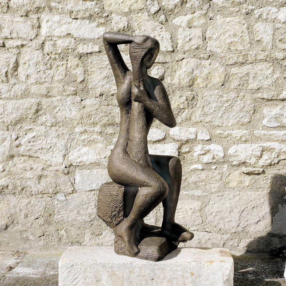 Sitzende Figur