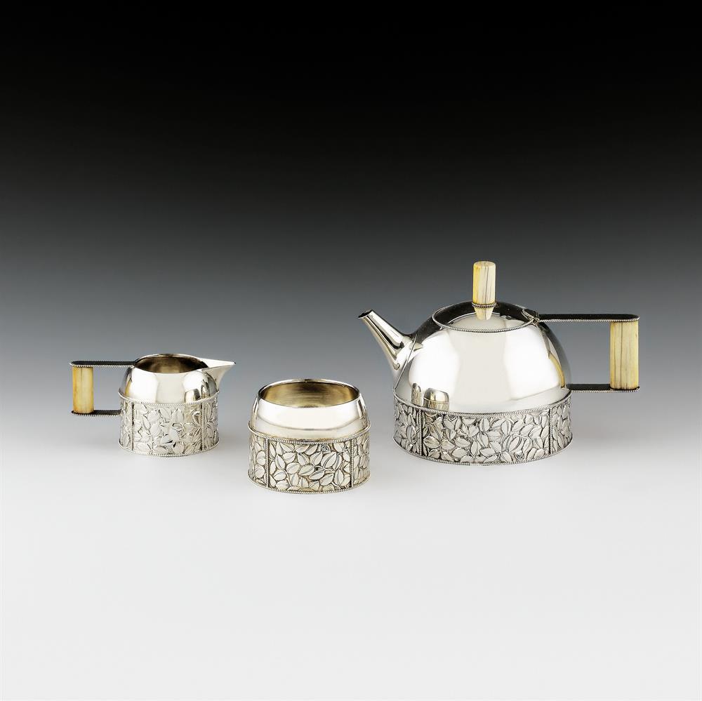 Teeservice mit Teekanne, Milchkanne und Zuckerschale